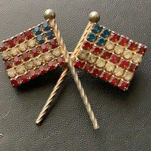 Hobe double flag pin